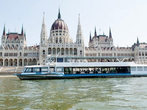 budapest boat.jpg