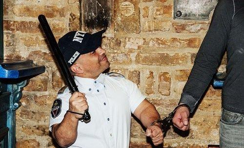 Dwarf Handcuff