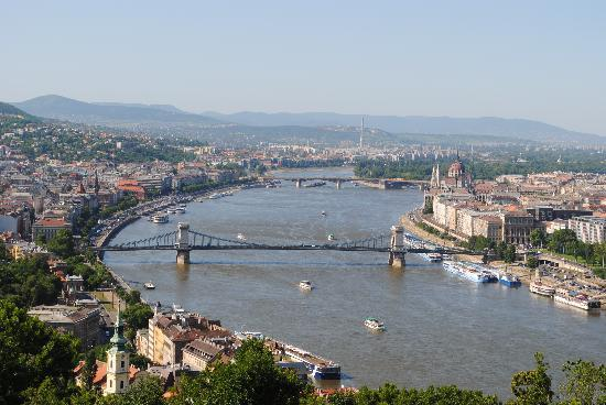 The Complete Day Guide to Budapest