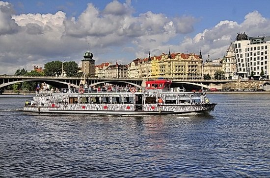 River Cruise with Unlimited Drinks