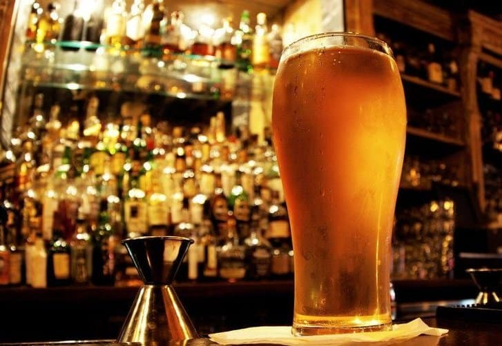Bar Crawl with 3 Beers & Clubbing – Drink up!
