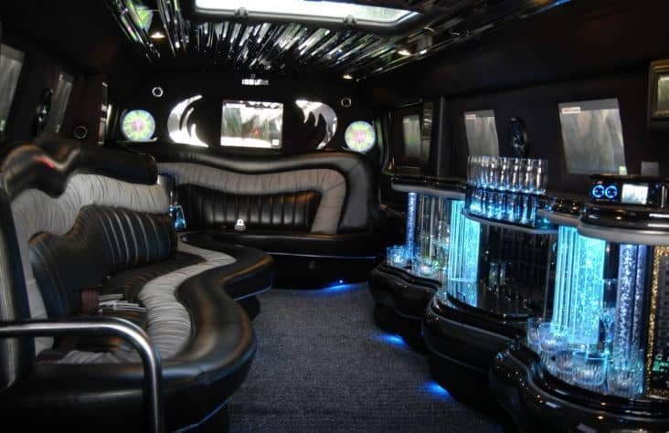 Lincoln Limousine Cruise